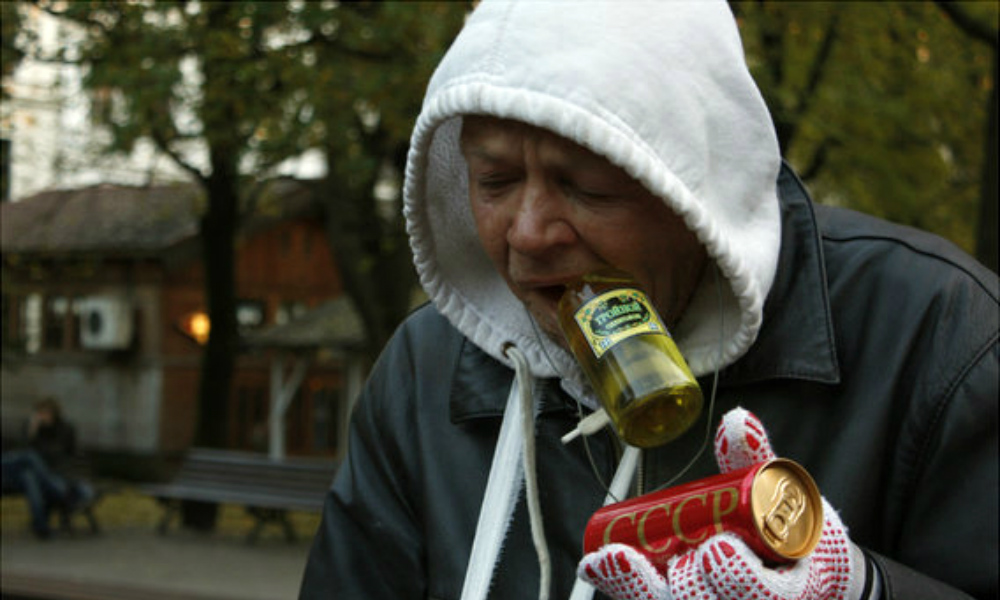 Пьющих жителей Коми предложили лишить одеколонов в больших флаконах