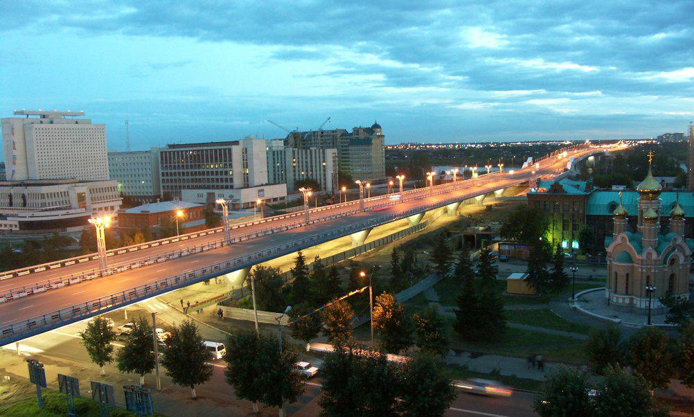 Разгневанный мужчина выбросил любимую с 20-метрового моста в Омске