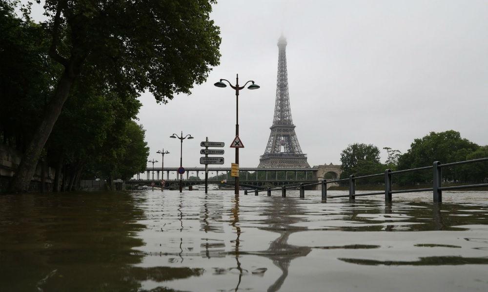 Затопленный Сеной Париж снял с высоты птичьего полета беспилотник