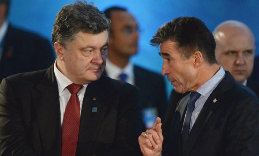 Экс-генсек НАТО потребовал от Порошенко провести децентрализацию Украины