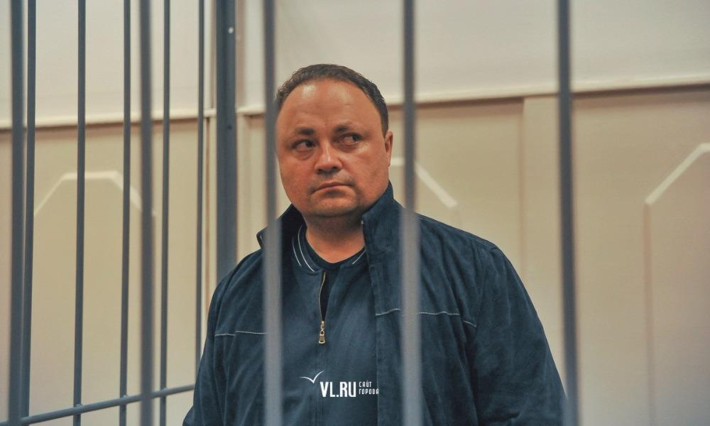 «Единая Россия» приостановила партийный стаж обвиняемого в коррупции мэра Владивостока