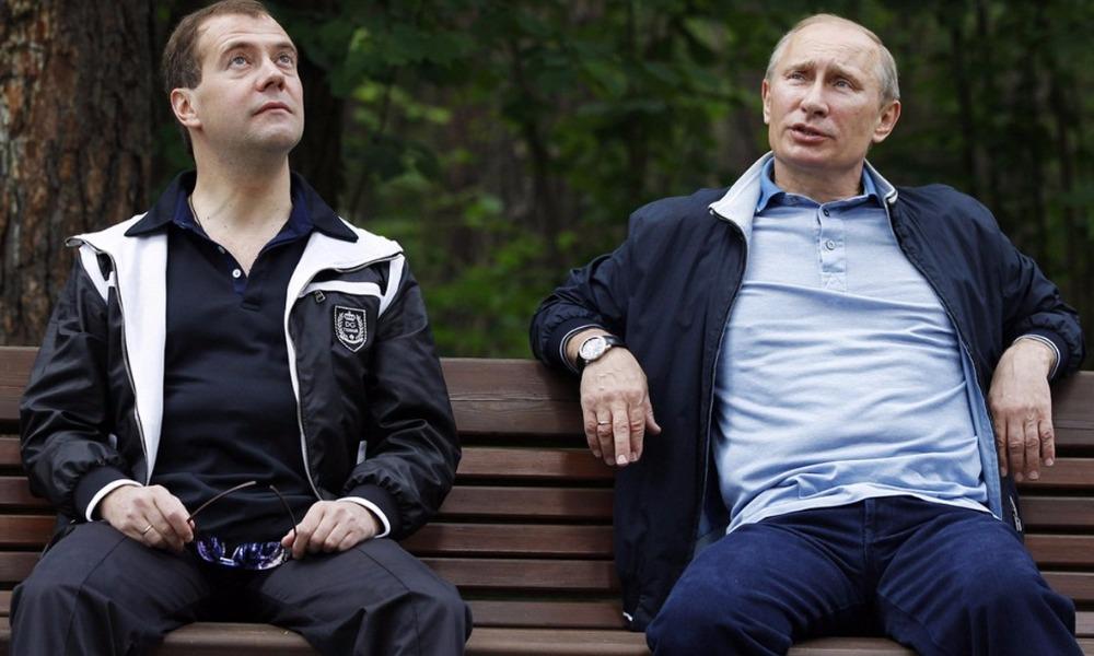 Работу Путина одобрили 81% россиян, а рейтинг Медведева упал на три процента