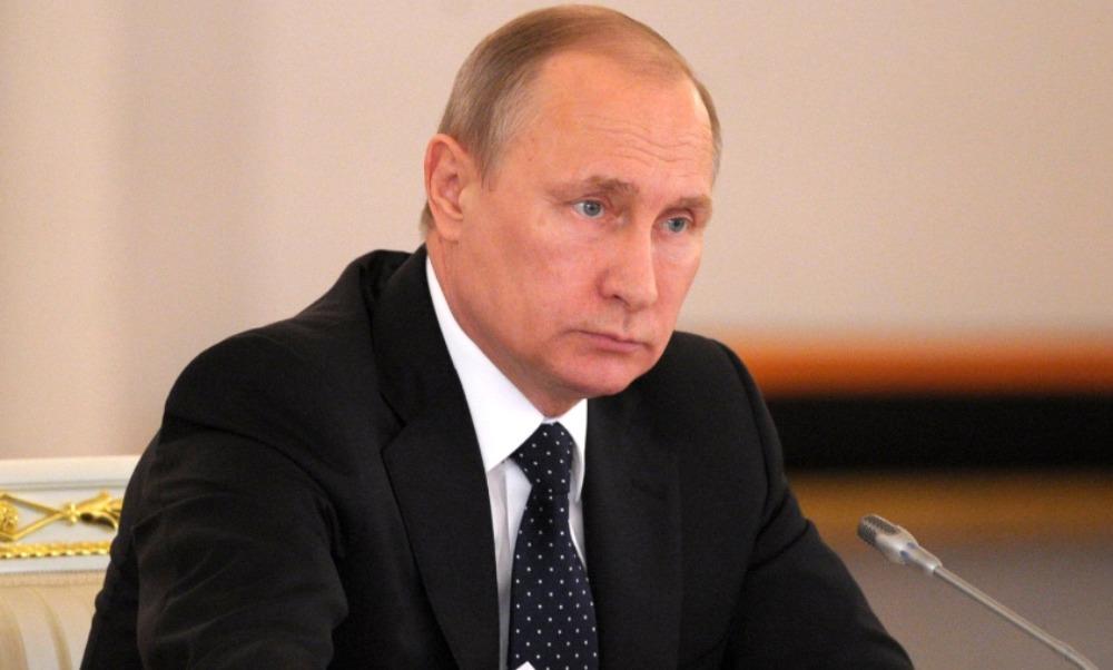 Путин подписал закон о сокращении длительности отпусков чиновников