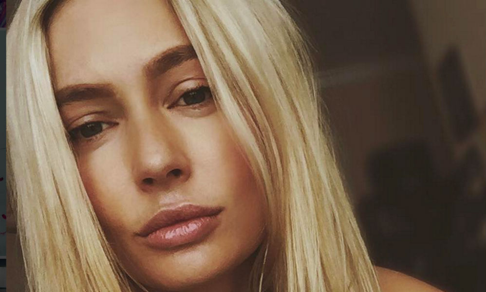 Красавица Наталья Рудова в соблазнительном бикини позволила поклонникам сравнить ее грудь с «маленькой» Бузовой