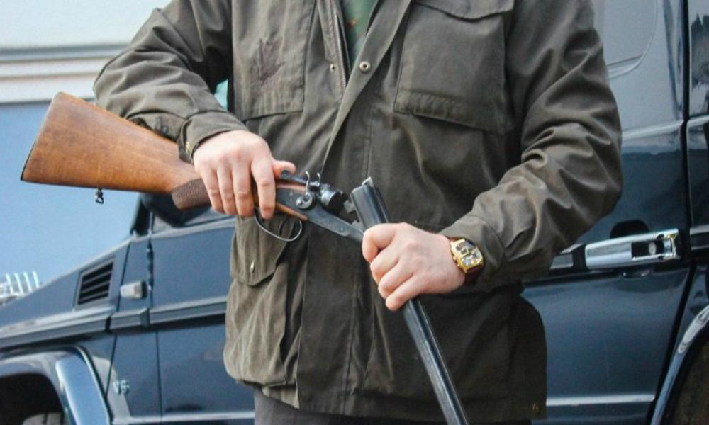 Рыбак расстрелял полицейских и покончил с собой из-за резиновой лодки