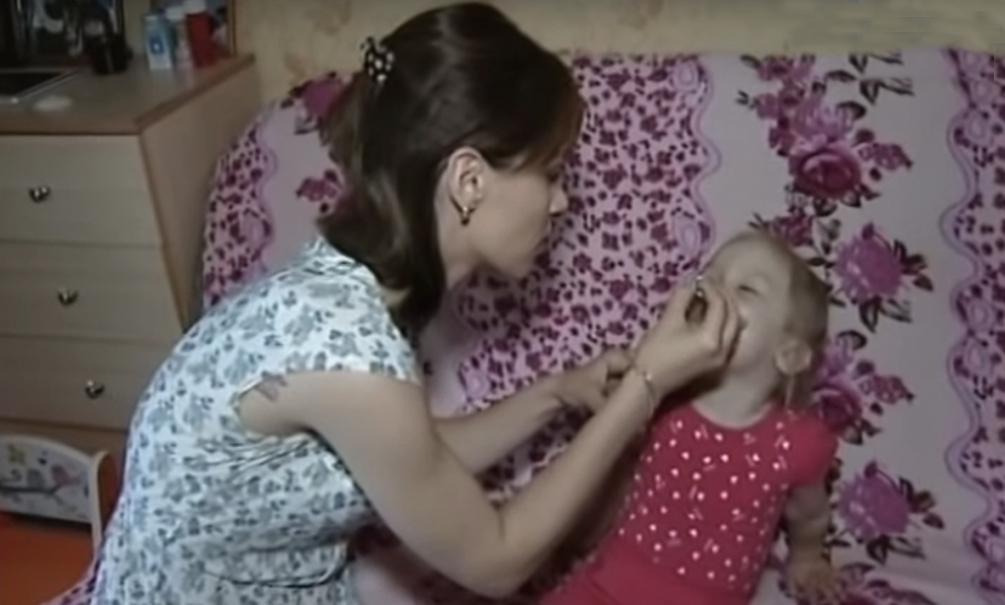 3-летнюю девочку с батарейкой в носу
