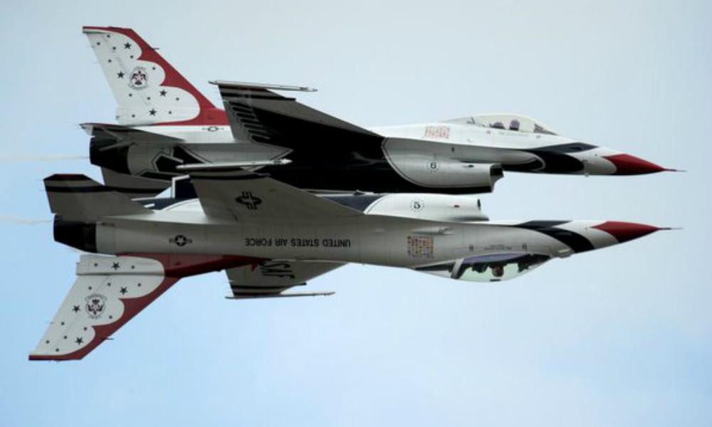 Военный самолет разбился на авиабазе США, которую посетил президент Обама