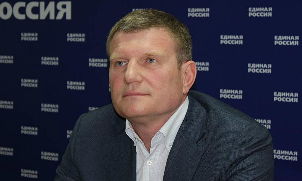 Депутат Госдумы Савченко вышел из «Единой России» из-за угроз бюджетникам
