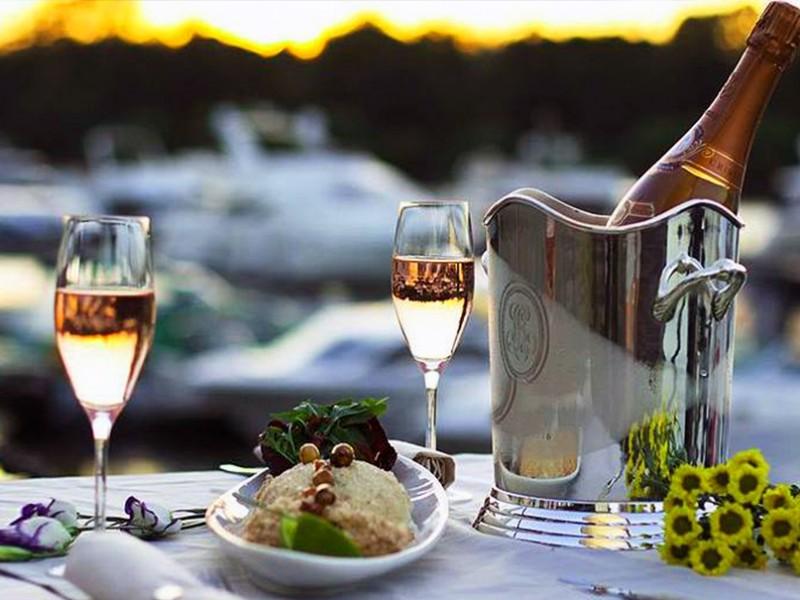 Минфин установил минимальную цену на шампанское в России
