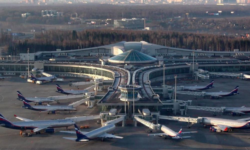 Мощный разряд молнии повредил три самолета в аэропорту Шереметьево