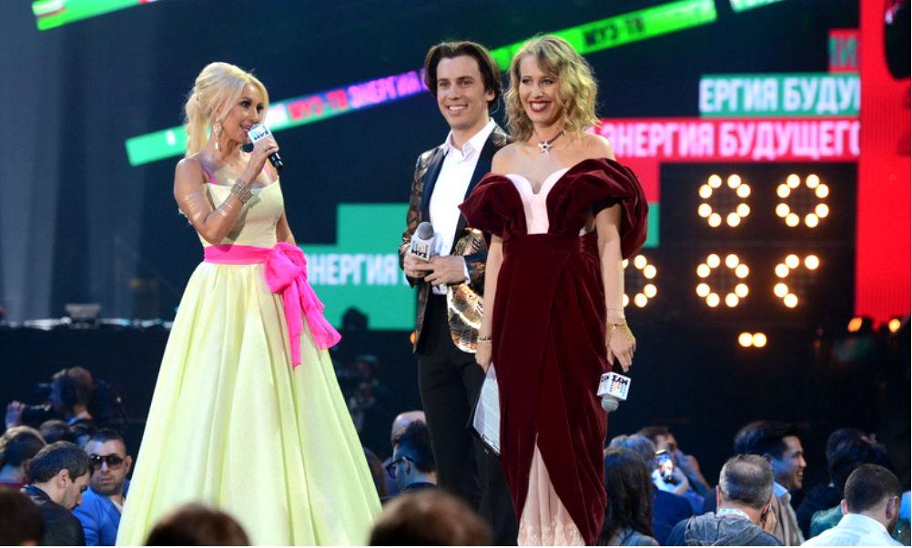 Беременная Собчак публично оскорбила Кудрявцеву и шокировала Топурию на премии «Муз-ТВ»