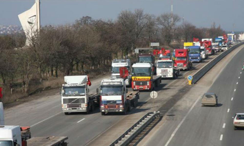 Госдуме порекомендовали освободить от транспортного налога водителей большегрузов