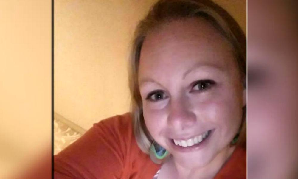 Блондинка занималась «громким» сексом со своим учеником дома, в машине и в классе