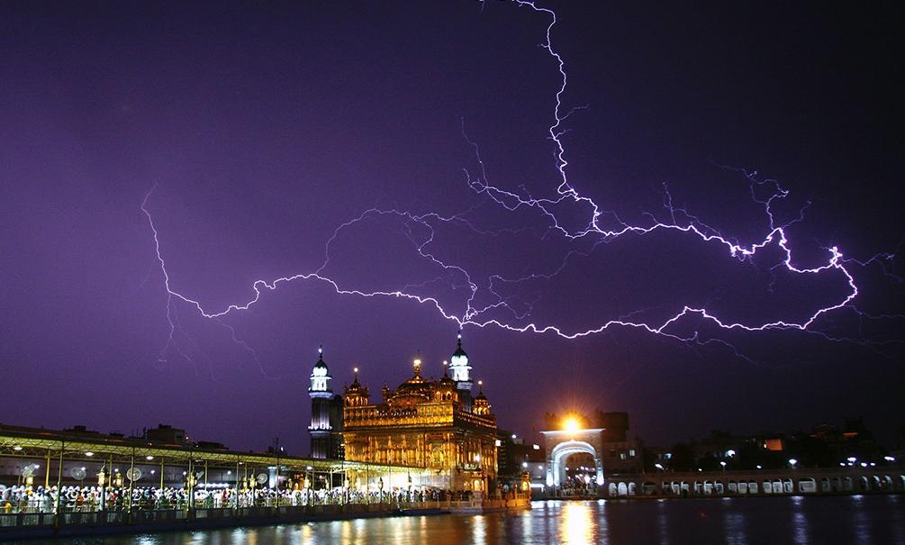 Проливные дожди и молнии убили полсотни жителей Азии