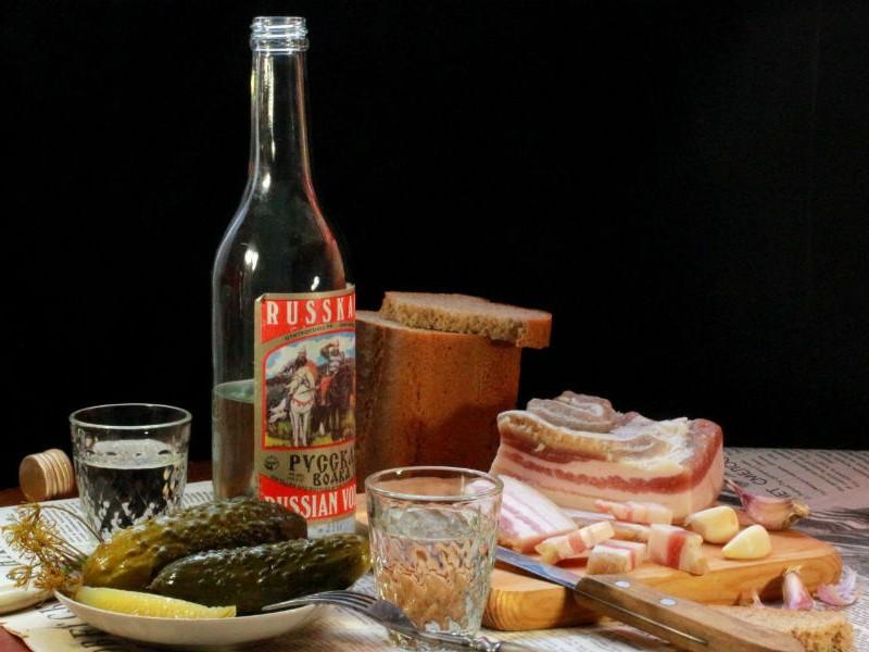Минимальную цену бутылки водки в России подняли до 190 рублей