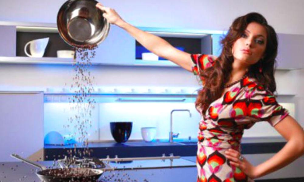 Отсутствие любимой еды в рационе делает женщин психически неуравновешенными, - ученые