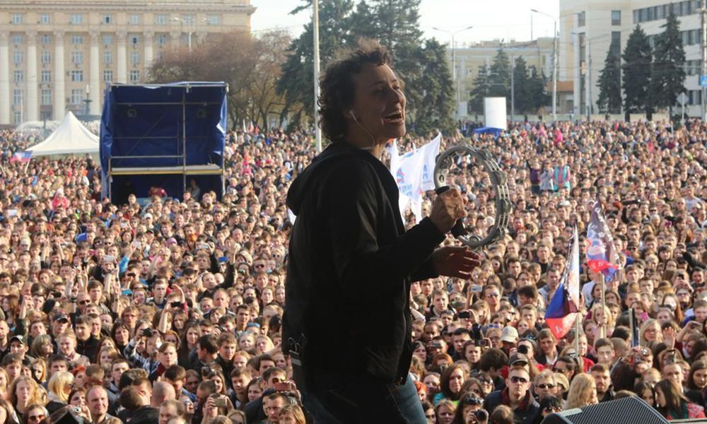 Концерт на площади в Донецке собрал 20 тысяч человек.