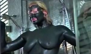 Провокационное видео с измазанной грязью голой Волочковой опубликовано в Интернете