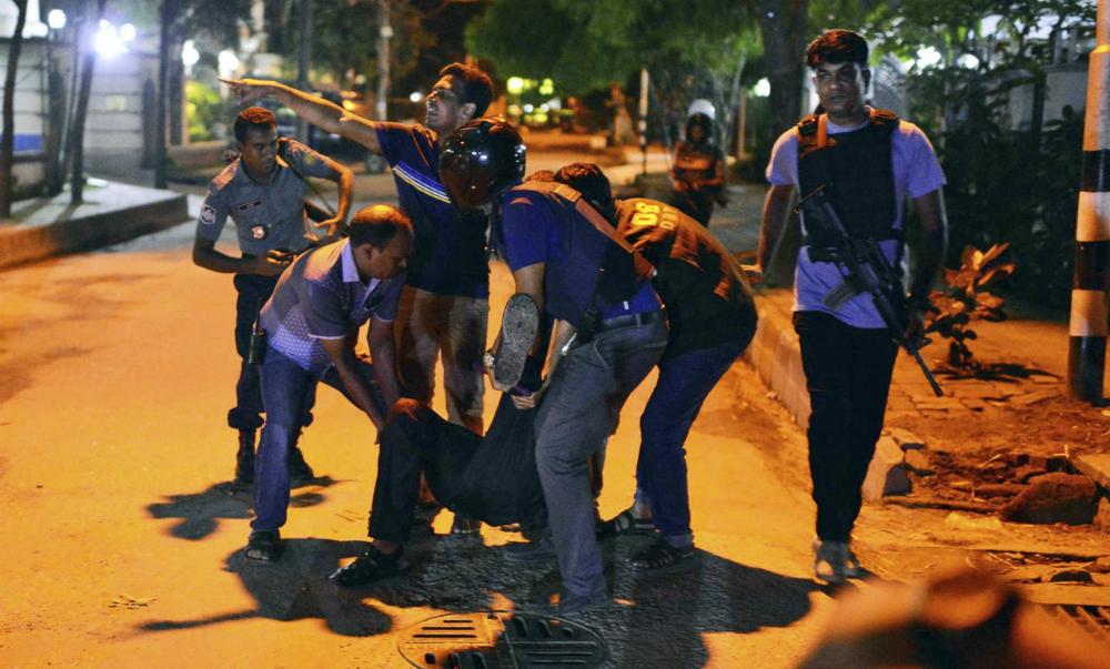 Террористы убили по меньшей мере 20 заложников в столице Бангладеша