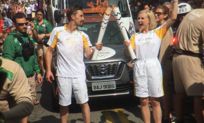 Российские факелоносцы Билан и Гагарина повеселили бразильскую публику