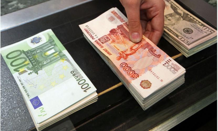 Курс рубля к доллару способен достигнуть отметки в 55 рублей через полгода, - эксперт