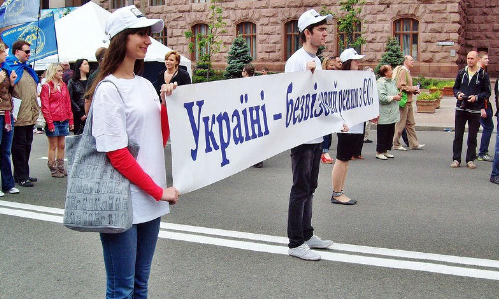 Европарламент решил отменить визовый режим для граждан Украины и Грузии