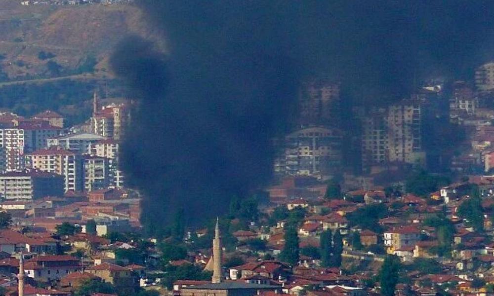 Столицу Турции неожиданно заволокло черным дымом