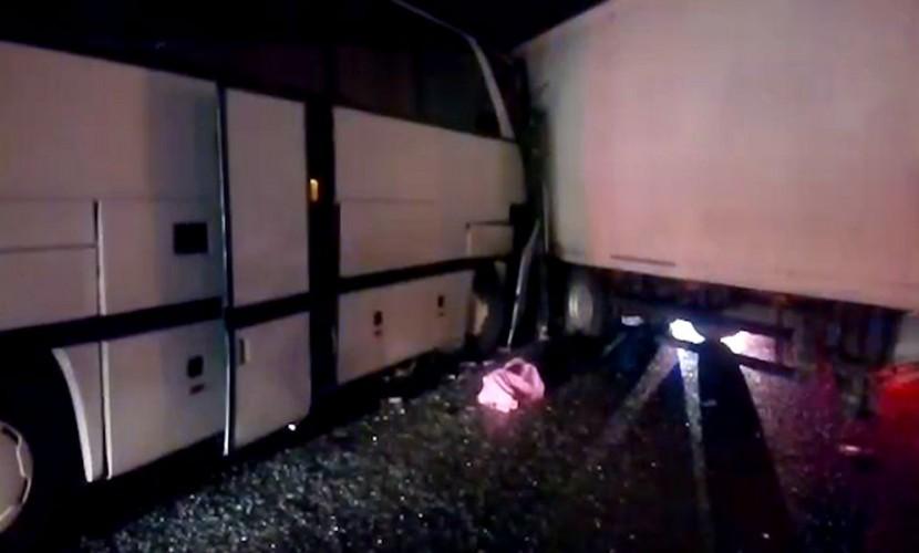 Один человек умер в итоге столкновения фуры ипассажирского автобуса под Обнинском