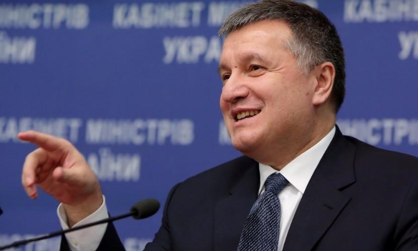 Будь я на месте Геращенко, то встал бы и дал за слова про понос в рыло Шустеру, - Аваков
