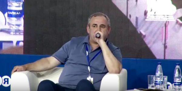 После скандала из-за айфона сотрудницы детдома Неверов попросил Грефа улучшить условия ипотеки для молодежи