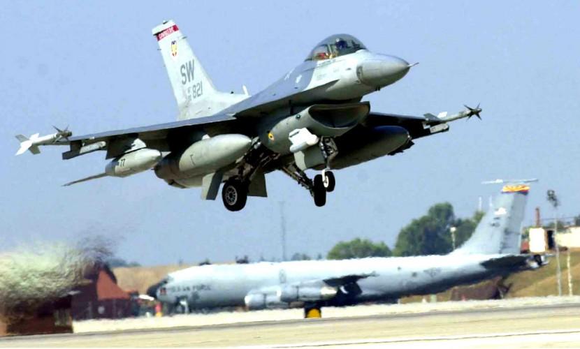 Закрытие неба над Турцией вынудило США приостановить авиаудары по ИГИЛ