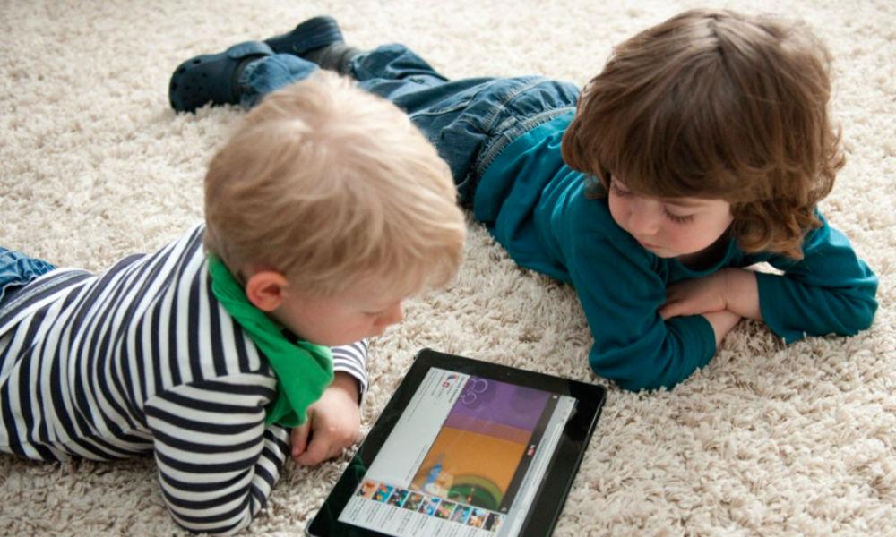 Сенсорные смартфоны и планшеты вызывают у детей коварные отклонения в развитии, - ученые