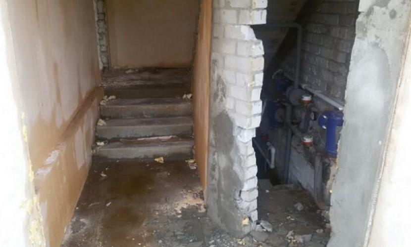 Жильцы полуснесенного дома в Волгограде попали в
