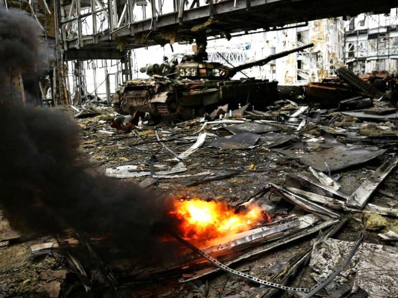 Украинская армия пошла на прорыв у Донецкого аэропорта и потеряла в бою десять военных