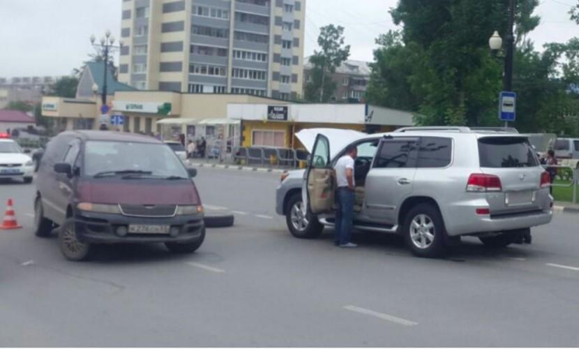 Губернатор Олег Кожемяко попал в ДТП с участием микроавтобуса в Южно-Сахалинске