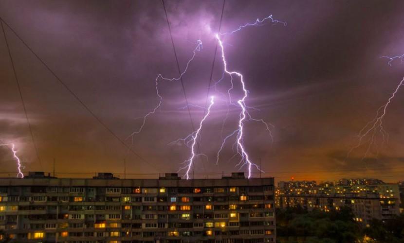 """""""Судная ночь"""": аномальная гроза в Москве и области привела к травмам и гибели жителей"""