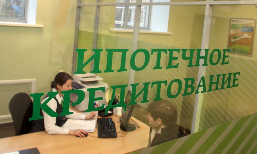 Из-за обвала рубля в России опять начала дорожать ипотека