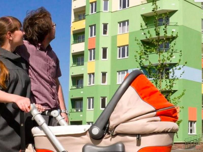 Молодым семьям в России предложили помогать выплатой процентов по ипотеке вместо разовой субсидии