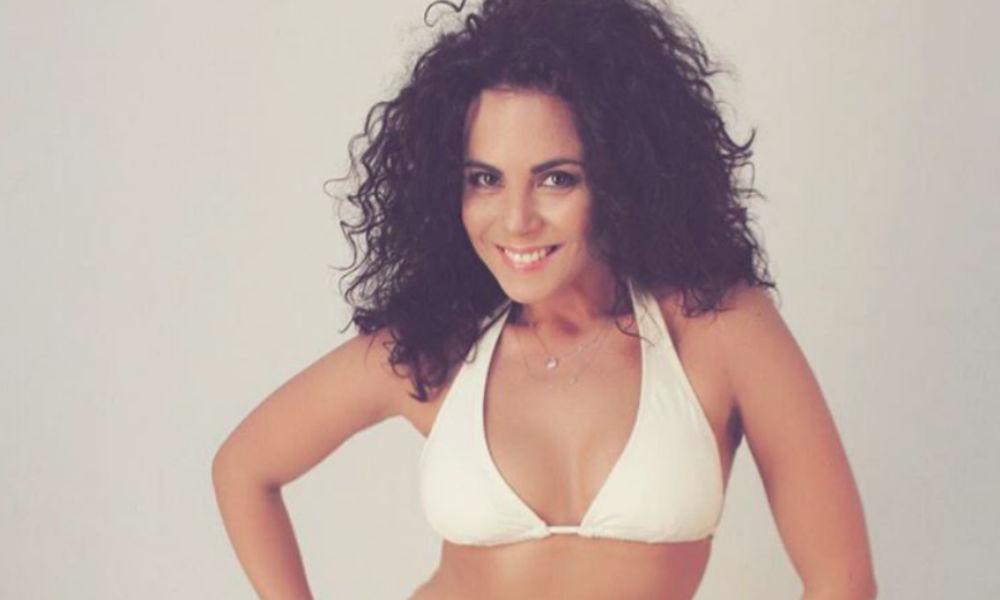 Сексуальная Настя Каменских опубликовала откровенный снимок в белом купальнике
