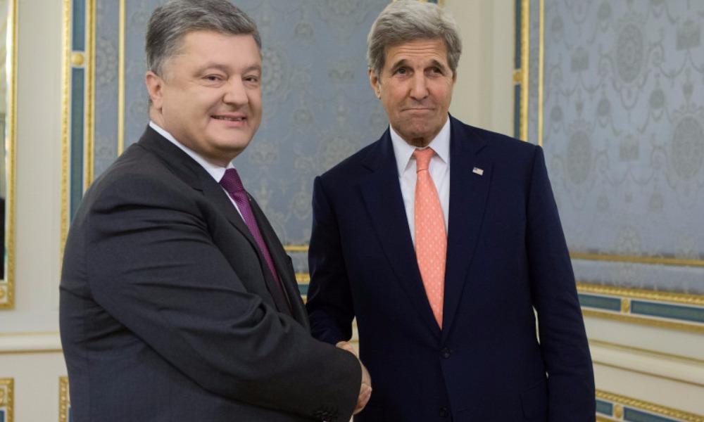 Керри на совместном с Порошенко брифинге в Киеве пригрозил России продлением санкций