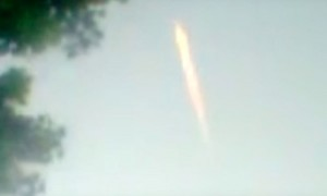 Яркий НЛО «с хвостом кометы» пролетел над гаражным кооперативом в Липецке и попал на видео