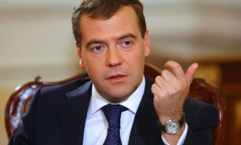 Медведев: Нам придется оптимизировать социальные расходы в России