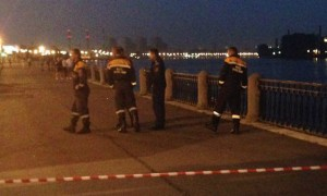 Два человека погибли в Санкт-Петербурге при падении черной «Тойоты» в Неву