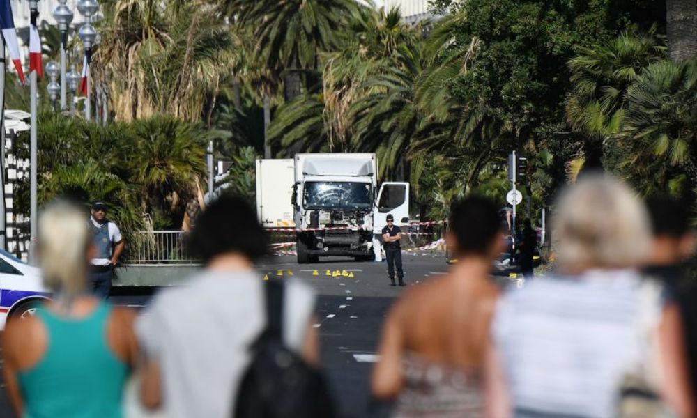 Десять детей погибли под колесами грузовика и от пуль террористов в Ницце