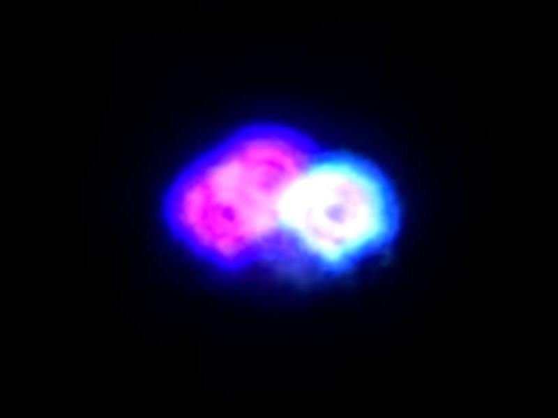 Инопланетяне на разноцветном НЛО прилетели на главный праздник США и «попались» на видео