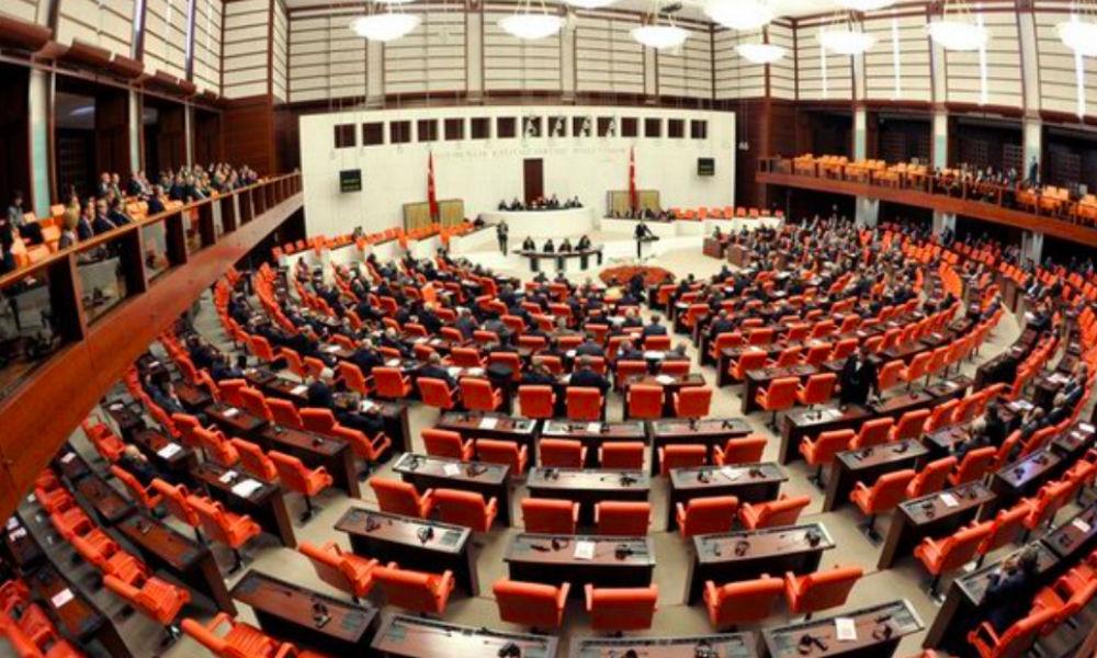 Парламент Турции эвакуируют после сообщения о нападении, - депутат
