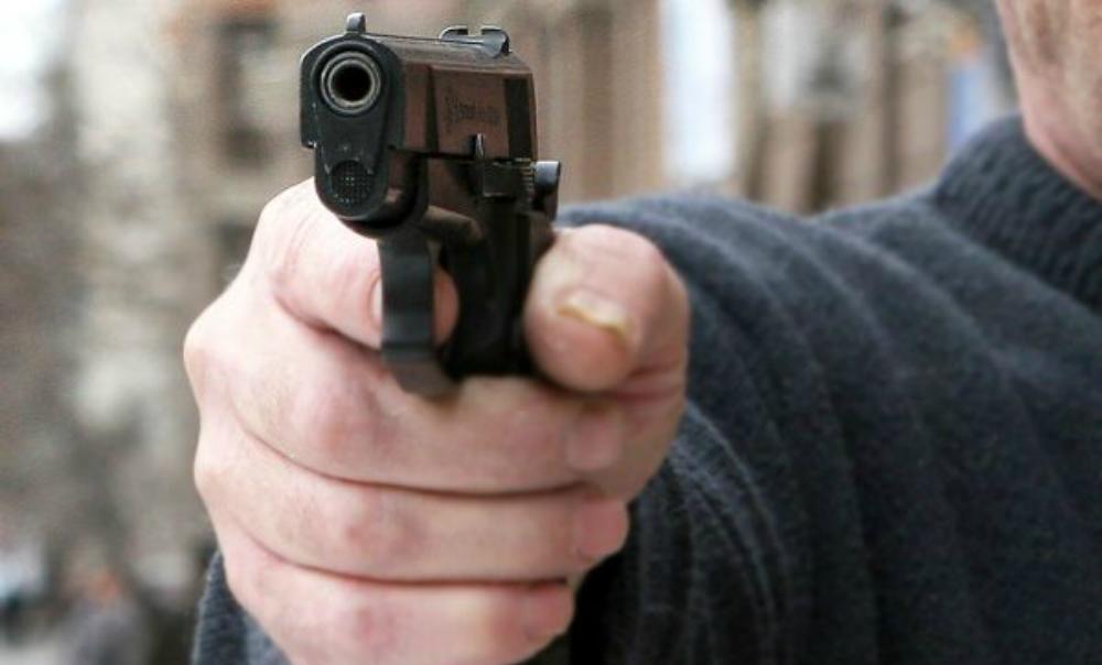 Американец расстрелял трех женщин, после чего поджег дом с младенцем внутри
