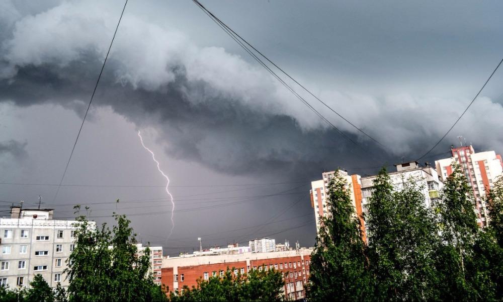 В МЧС предупредили об опасностях надвигающейся на центр России мощной грозы с градом