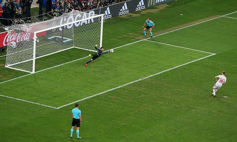 Португальские футболисты одолели по пенальти поляков и вышли в полуфинал Евро-2016