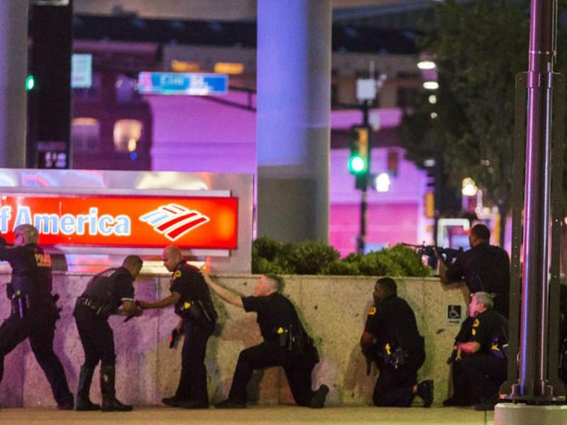 Задержанный за убийство полицейских американец признался в минировании Далласа